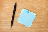Blank post-it with pen — Stock Photo