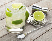 Classic margarita cocktail with salty rim — Stock Photo