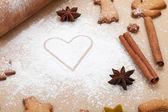Rolling pin with flour and gingerbread cookies — Photo