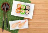 Maki and shrimp sushi — Stock Photo