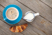 Cup of coffee, milk and fresh croissant — Stock Photo