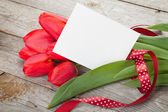 Fresh tulips bouquet and blank card for copy space — Stock Photo