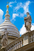 Statues on the facade of Saint Stephen's Basilica in Budapest, H — Stockfoto