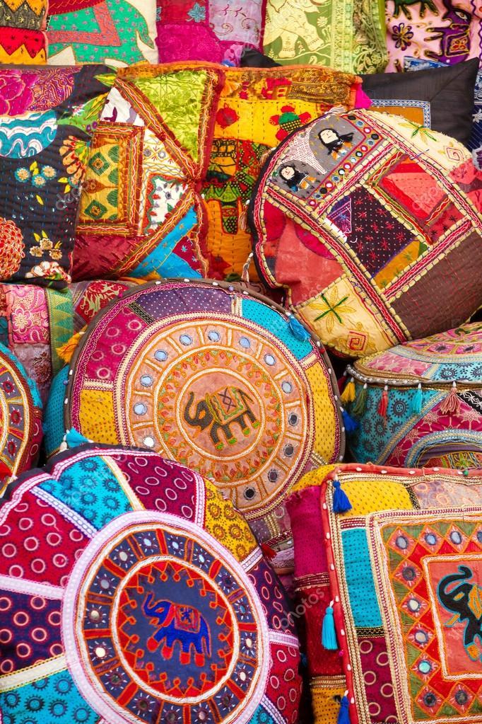 Almofadas indianas coloridas fotografias de stock mazzzur 24185899 - Cojines indios ...