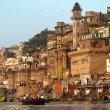 VARANASI, INDIA - 23 MARCH: Ghats on the banks of Ganges river in holy city of Varanasi on March 23, 2013 in Varanasi, Uttar Pradesh, India. — Stock Photo
