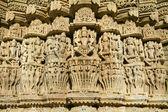 Schnitzereien in chaumukkha tempel in ranakpur, rajasthan, indien — Stockfoto