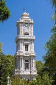 Torre del reloj del palacio de dolmabahçe en estambul, turquía — Foto de Stock