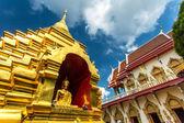 La Pagode d'or au temple de wat phan ohn à chiang mai, Thaïlande — Photo