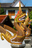 Dragon guard statue at the buddhist temple entrance — Stock Photo