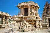 Chariot and Vittala temple at Hampi, India — Stock Photo