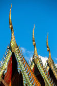 Gable apex on the roof of Buddhist temple in Thailand — Стоковое фото