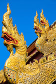 Golden dragon statues on the roof of buddhist temple in Thailand — Stock Photo