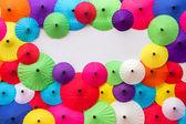 Coloridos paraguas hechos a mano tradicionales tailandés — Foto de Stock