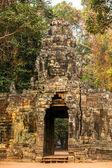 Ancient gates of Angkor Thom in Angkor Wat complex — Stock Photo
