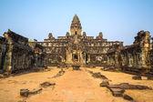 Храм Прасат bakong в комплекс Ангкор, Сием Рип, Камбоджа — Стоковое фото