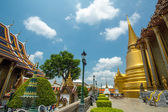 Złoty stupa w wat phra kaew. grand palace, bangkok, tajlandia — 图库照片
