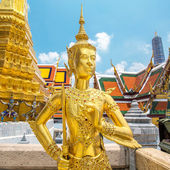 Kinnara statue at Emerald Buddha Temple — Stock Photo