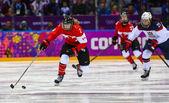 Hockey sur glace. jeu de médaille d'or de la femme — Photo
