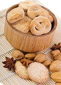 Süße Kekse mit Sternanis und Nüsse — Stockfoto