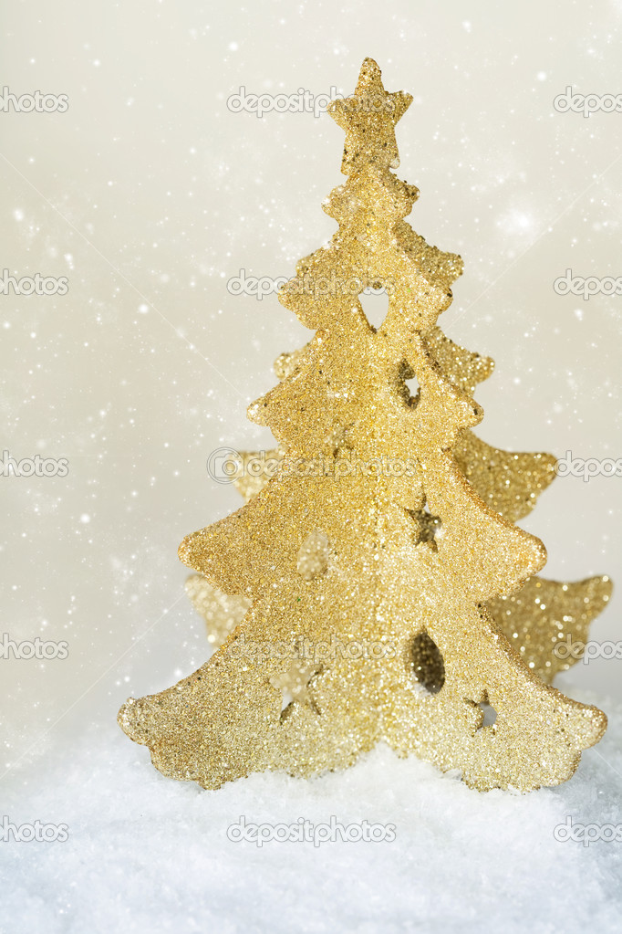 Gold christmas tree and a snow — Stock Photo #14379907