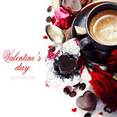 Red roses and coffee for Valentine — Stock Photo