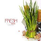 Un manojo de cebollino fresco y verduras — Foto de Stock