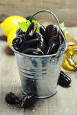 Fresh mussels ready for cooking — Stock Photo