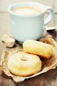 Caffè e ciambelle fresche — Foto Stock