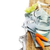 Su ve taze sağlıklı sebze — Stok fotoğraf