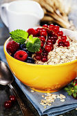 Breakfast with oats and berries — Stockfoto