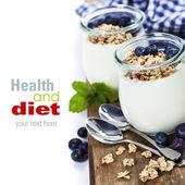 Healthy breakfast - yogurt with muesli and berries — Foto Stock