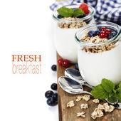 Healthy breakfast - yogurt with muesli and berries — Stock Photo