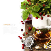 Bouquet of wild strawberry with herbal tea and strawberry jam — Stock Photo