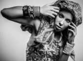 Luxury & beauty woman in a fashionable clothes. Black-white studio fashion photo. — Stock Photo