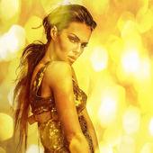 Genç duygusal romantik güzellik kadın. çok renkli pop sanat tarzı fotoğraf. — Stok fotoğraf
