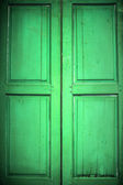 цветные деревянные двери. — Стоковое фото