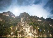 在东南亚地区的岛屿岩 — 图库照片