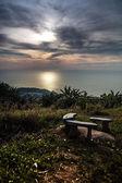 Landskap av tropisk ö med perfekt solnedgång himlen — Stockfoto