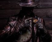 Afbeelding van horlogemaker in heldere fantasie stilering. sprookje kunst foto op houten grunge achtergrond. — Stockfoto