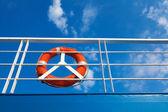 Aro salvavidas en una barca — Foto de Stock