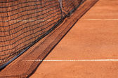 Tennis net & red ground — Stock Photo