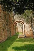 Arched entraceway in Lagos, Algarve, Portugal — Stock Photo