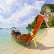 Tropical beach, traditional long tail boat, Poda Bay, Thailand — Stock Photo