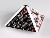 пирамидальный лабиринт — Стоковое фото