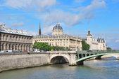 Beautiful quay in Paris — Stock Photo