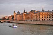 Paris at sunset — Stock Photo