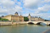 Mooie kade in parijs — Stockfoto