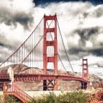 The Golden Gate Bridge in San Francisco with beautiful blue clou — Stock Photo