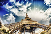 Beautiful photo of the Eiffel tower in Paris with gorgeous sky c — Stock Photo
