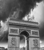 Dramatic sky above Arc de Triomphe in Paris — Stock Photo